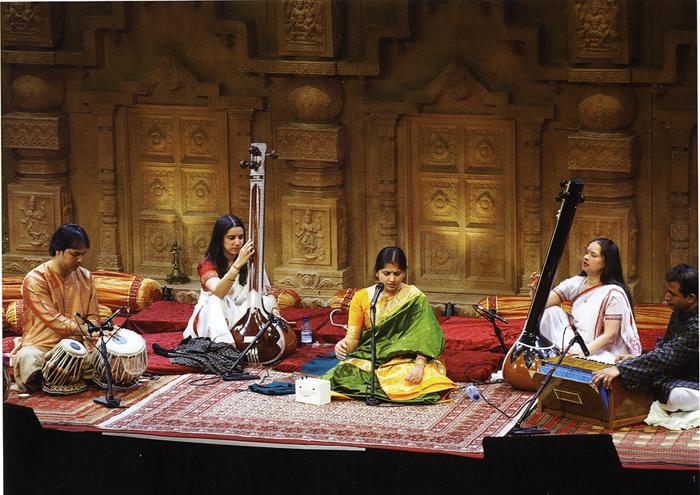 Kaushiki performing at Darbar Festival 2008